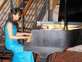 Scarlatti, Brahms und Beethoven im Repertoire:  Bereits zum zweiten Mal gastierte am Sonntag die Pianistin Eri Mantani in der Klosterscheune. Als Zugabe spielte sie Chopin.  © Juliane Pieper/MZV