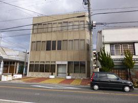 建物正面 (西側)