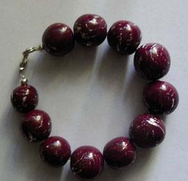 Schmuck Armband mit bordeauxroten Perlen mit Blattmetall durchzogen