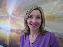 Frau Claudia Schrader empfängt Sie in unserer Zahnarzt-Praxis