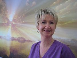 Manuela Heinrich übernimmt bei uns die professionelle Zahnreinigung