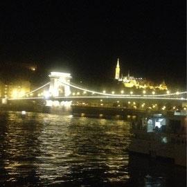 ハンガリーの名所  くさり橋