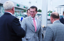 Karl-Theodor zu Guttenberg am VW-Zentrum Koblenz. Foto: Damian Morcinek