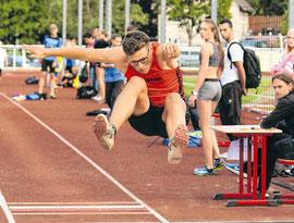 Starke Leistung: Elias Connor Dickel (VfL Bad Berleburg) gelang im Weitsprung ein Satz auf 5,50 Meter. Aber eine Platzierung in der Tageswertung erreichte er nicht, weil er auf den 100-Meter-Lauf verzichtete (SZ-Foto: Björn Weyand)