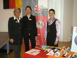 Karin Thorey, Sabine Mix und Beate Parthen auf dem Stand des U-Netz Heidekreis e.V. auf der 4. Celler FrauenInfoBörse