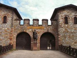 Eingang zum Kastell Saalburg im Taunus (Rekonstruktion)