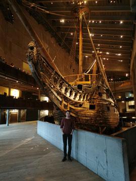 Jonas, noch nichts ahnend, im Vasa-Museum