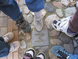 M-Steine markieren den Verlauf