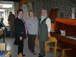 Doris Lorenz im Gespräch mit den Referentinnen