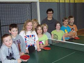 Sabine Schenke mit den Kindern der OGS!