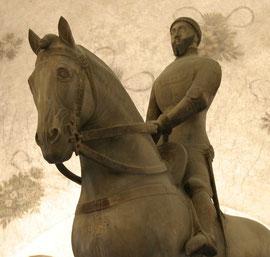 Particolare del monumento funebre di Bernabò Visconti
