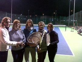Las chicas de tenis en la pista 2