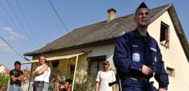 Police protect Roma in Gyöngyöspáta