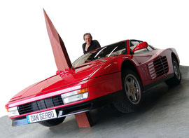 La Ferrari transpercée par un pieu en bois