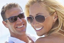 Schöne und helle Zähne:Mehr Spaß am Leben mit Veneers (© Darren Baker - Fotolia.com)