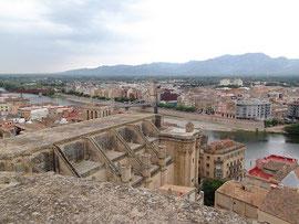 """Blick von Festung (""""Suda"""") auf Kathedrale und Ebro"""