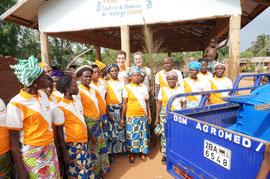 """Zusammen mit der beninischen Partnerorganisation PASDI zu Gast bei den """"fegenden Frauen"""""""