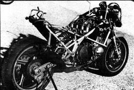 vista de la moto desnuda