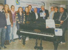 Die Vorfreude steht ihnen in den Gesichtern geschrieben: Schüler der beiden Erkelenzer Gymnasien und der Kreismusischule musizieren im kommenden Monat in der Stadthalle mit Jugendlichen aus Polen.                             rp-foto: gunter passage