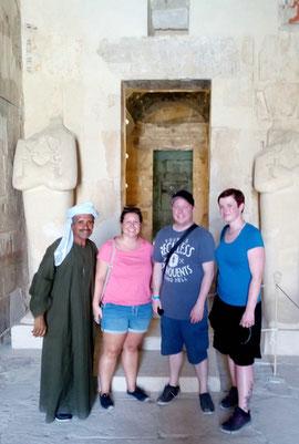 Carina, Adrian & Silke im Amun Tempel im Hatschepsut