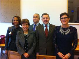avec Mmes Egyptienne et Prost-Coletta, représentant l'Etat, M.Chazal, président des associaitons d'aveugles et de malvoyants, et Mme Prado, présidente nationale de l'UNAPEI, vice-présidente de l'observatoire