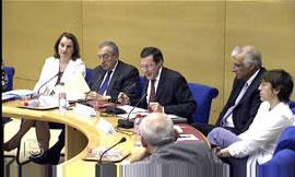 Débat au Sénat en Commission avec Jean-Jacques Hyest, président de la Commission des Lois, et Nicolas About, alors Président de la Commission des Affaires sociales