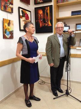 Josette Duchemin, grande organisatrice de  l'exposition, aux côtés du maire, Casimir Lechevalier