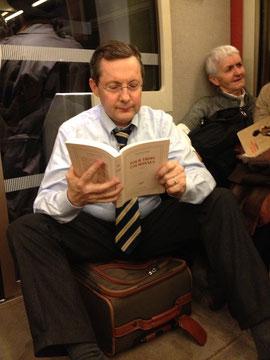Voyageur transporté avec égard par la SNCF et la région Basse-Normandie, qui l'a autorisé à s'asseoir sur sa valise!