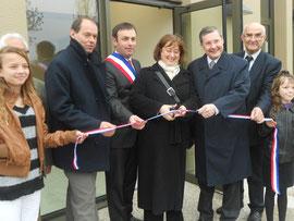Inauguration des travaux de la mairie de St Laurent de Cuves par Mme le Sous-Préfet, avec M. le Maire et M. le Député, ainsi que le Président de la Communauté de communes de la Sée