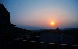 Coucher de soleil sur le Lauragais depuis la terrasse du Presbytère