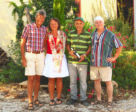 Herman et Anna en compagnie de deux vignerons