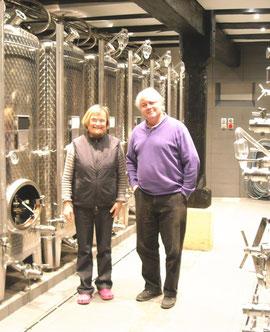 Mme Mochel et LC dans la nouvelle cave inox