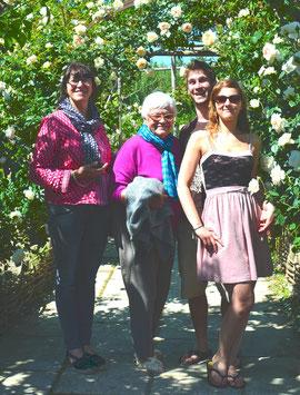 Loïc au milieu des roses ...