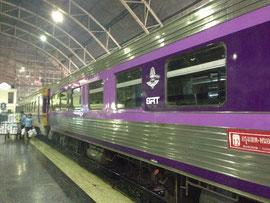 ファランポーン駅から電車の旅が始まる