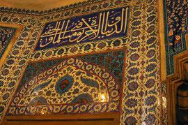 Im Inneren eines islamischen Grabmals