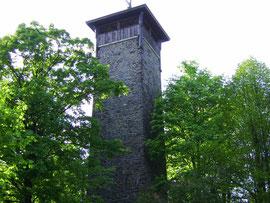 Der Weißenstein mit Aussichtsturm auf 670 m