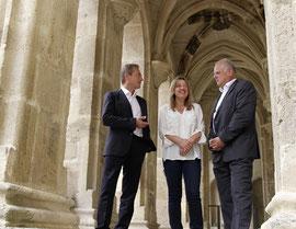 Bgm. Dr. Reinhard Resch, Vizebgm. Mag. Wolfgang Derler und Gabriela Hüther vom Krems-Tourismus sind mit der Halbjahresbilanz sehr zufrieden. Foto: Stadt Krems