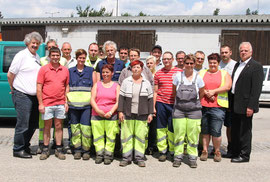 Für ihren täglichen Einsatz bedankten sich Bgm. Dr. Reinhard Resch und Vizebgm. Gottfried Haselmayer bei den fleißigen Kremser Stadtgärtnerinnen und Stadtgärtner. Foto: Stadt Krems.