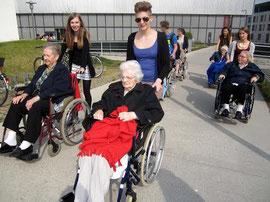 Gemütliche Spazierfahrt mit den BewohnerInnen des SeneCura Sozialzentrums Krems Haus Dr. Thorwesten. Foto: zVg