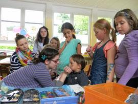 Seine Kreativität ausleben und geschminkt in andere Rollen schlüpfen: Auch das ist beim Spielefest möglich! Foto: Stadt Krems