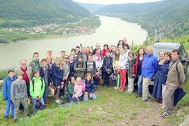 Lemberger Gymnasiasten mit ihren Freunden aus dem Piaristengymnasium, sowie Gasteltern, Mitglieder des Freundeskreises und Sponsoren beim Ausflug in die Wachau. Foto: zVg