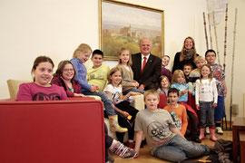 Schüler der VS Stein besuchten Bgm. Dr. Reinhard Resch. Foto: Stadt Krems