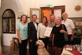 (Von links): Gastgeberin Doris Hartl, Vizebgm. Mag. Wolfgang Derler, Laura, Wolfgang und Elisabeth Schmidt und Friedrich Einzinger. Foto: Stadt Krems