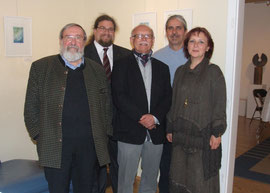 V.l.n.r.: Willi Zahrl, GR Mag. Klaus Bergmaier, Künstler Karl Zoch, Heinz Körner, Dalia Blauensteiner. Foto: zVg.
