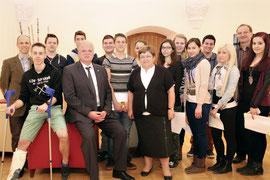 Bürgermeister Dr. Reinhard Resch und Bildungsstadträtin Mag. Anna Wegl standen den Schülerinnen und Schülern Rede und Antwort. Foto: Stadt Krems.