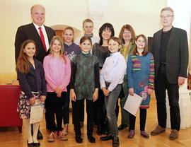 """Bürgermeister Dr. Reinhard Resch gratulierte den erfolgreichen """"Prima la Musica""""- Preisträgerinnen und Preisträgern. Foto: Stadt Krems."""