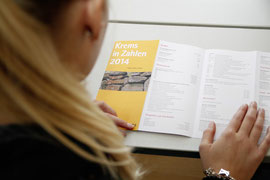 """Der Folder """"Krems in Zahlen 2014"""" liegt ab sofort in der Bürgerservicestelle auf. Foto: Stadt Krems."""