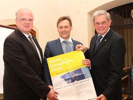 Bürgermeister Dr. Reinhard Resch und Stadtrat Dr. Werner Friedl begrüßten den EU-Experten Dr. Johann Sollgruber im Rathaus Krems. Foto: Stadt Krems.