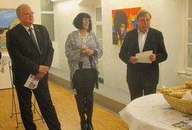 V.l.n.r.: Bgm. Prim. Dr. Reinhard Resch, Künstlerin Ella Kleedorfer-Egger, Kulturamtschef Dr. Franz Schönfellner. Foto: zVg