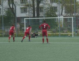 Beim Elfmeter entschied sich Christoph Martens leider für die falsche Ecke und Gent Zeka schoss zum 1:1 ein